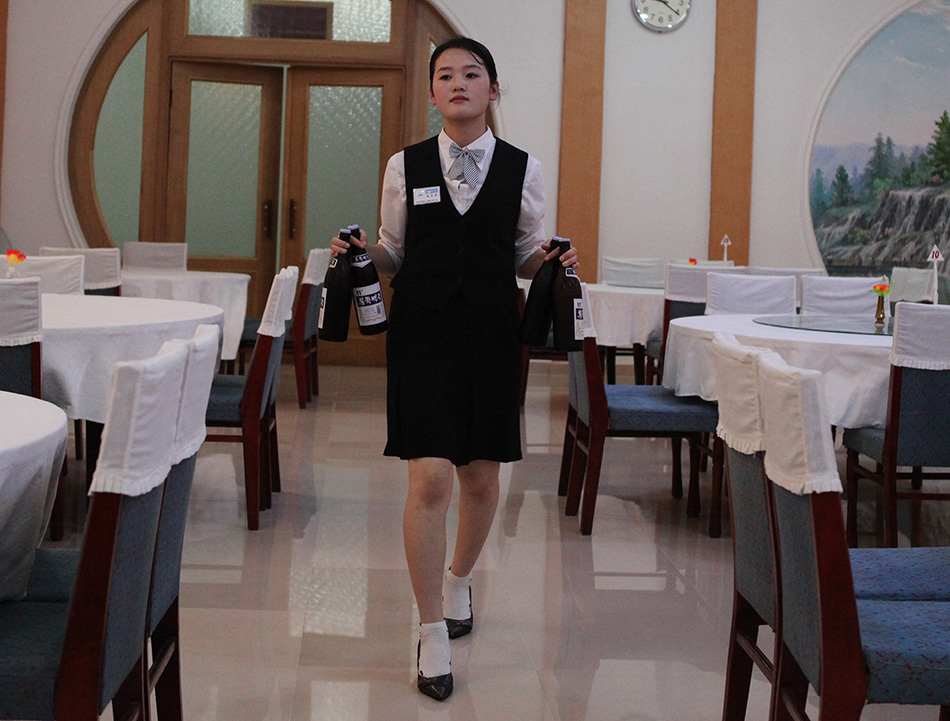what is a dining room attendant - decor